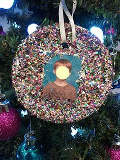 mason jar lid ornaments:  kids' pictures with glitter
