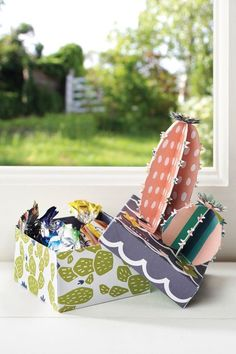 Learn how to make a paper cactus and tap into the houseplant craze with this collection of cacti gift boxes by Anne Richardson Cute Gift Boxes, Cute Gifts, Craft Party, Diy Party, Paper Cactus, Diy And Crafts, Arts And Crafts, Cactus Gifts, Simple Flowers