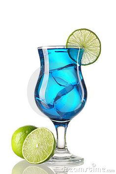 Alcohol blue curacao cocktail drink with lemon #swimsuitsforall, #BeachBelle and #pinyourparadise