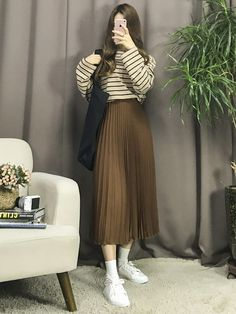 Korean Fashion – How to Dress up Korean Style – Designer Fashion Tips Modest Dresses, Modest Outfits, Modest Fashion, Chic Outfits, Trendy Outfits, Fashion Dresses, Long Skirt Fashion, Long Skirt Outfits, Apostolic Fashion