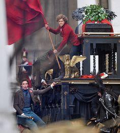 Enjolras (Aaron Tveit) and his red flag! My favorite part Theatre Geek, Musical Theatre, Theater, Theatre Jokes, Les Mis Movie, Movie Tv, Les Miserables 2012, Aaron Tveit, Eddie Redmayne