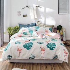 Give your bedroom decor a punk rock edge with these twin size flamingo print bedding sets. Liven up girls bedroom with a splash of vibrant colors with these twin size fun tropical flamingo print bedding sets. College Bedding Sets, Teal Bedding Sets, King Size Bedding Sets, Girls Bedding Sets, Luxury Bedding Sets, Modern Bedding, Comforter Sets, Green Bedding, White Bedding