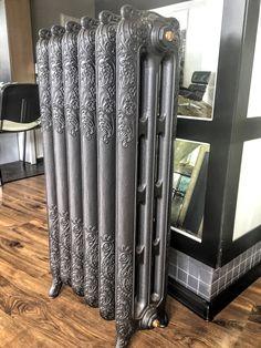 Cast Iron Radiator / Grzejnik żeliwny retro Konstancja na ekspozycji w naszym salonie sprzedaży przy ul. Bartyckiej 24/26 paw. 211 w Warszawie