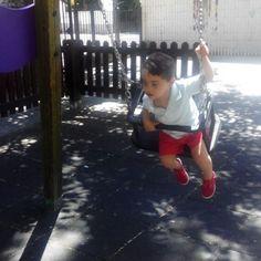 Volvería a ser niña con lo que me gustaban los columpios!!..., disfrutan tanto!! #rodrigo #columpios #jugaresesencial #primaveramnc