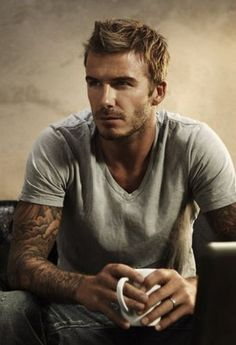 David Beckham Hot and Sexy with Beautiful Tattoos. David Beckham Pictures, Estilo David Beckham, Look At You, How To Look Better, Gorgeous Men, Beautiful People, He's Beautiful, Beautiful Celebrities, Hello Gorgeous