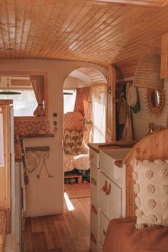 Bus Living, Tiny House Living, Motorhome Vintage, Vintage Campers, Vintage Trailers, Mercedes 508, Kombi Home, Van Home, Bus Life