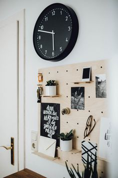 die besten 25 k chen lochbrett ideen auf pinterest pegboard speicher kleine. Black Bedroom Furniture Sets. Home Design Ideas