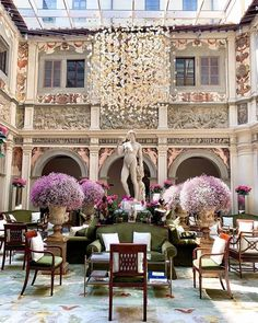 La vie en rose is taking over our dolce vita 🌸 What do you think about this month's 'Pretty in pink' setup? Italy Architecture, Architecture Details, Four Seasons Hotel, Hotels And Resorts, Best Hotels, Luxury Hotels, Florence Hotels, Florence Italy, Restaurant Photos