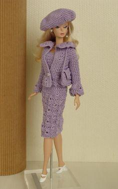 Meninas, encontrei uma pessoinha no face que faz cada roupinha lindérrima para a Barbie que fiquei de queixo caído. A paciência e a delicad...