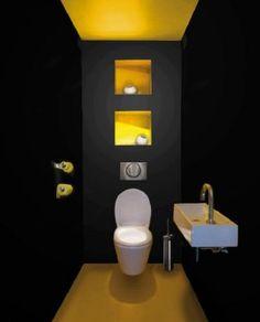 Du jaune pour réveiller des WC noir trop sombre