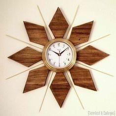 Decor Hacks : DIY Mid-Century Clock tutorial {Sawdust and Embryos}. Make A Clock, Diy Clock, Clock Ideas, Modern Clock, Mid-century Modern, Clock Art, Wall Clock Design, Wood Clocks, Mid Century Decor