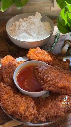 Nashville Hot Chicken Tenders Recipe, Nashville Hot Recipe, Nashville Chicken, Chicken Tender Recipes, Fried Chicken Recipes, Halal Recipes, Cooking Recipes, Breakfast Lunch Dinner, Tailgating