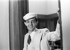 """Ney Latorraca interpretando o personagem Felipe na novela """"Escalada"""" (1975)"""