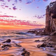 Laguna Beach, California. Photo courtesy of thebinarysuns via dametraveler on Instagram.