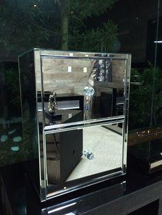 Móvel de cabeceira espelhado.  Projeto de Fernando  Designer