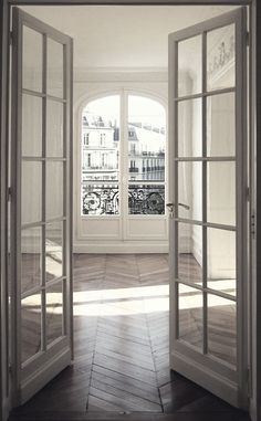 .Not only is this a gorgeous apartment, it looks to be in Paris too- I want!