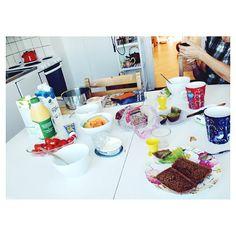 ☕  #lovely #breakfast #mom #me #momsplace #havinagoodtime #Padgram