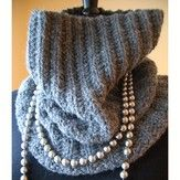Grey Quartz Cowl (Free) pattern from yarn.com