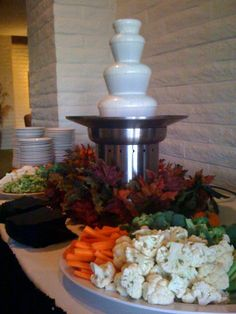 62 Ideas Chocolate Fountain Bar Elegant For 2019 Chocolate Fountain Bar, Chocolate Fountains, Party Dishes, Party Buffet, Veggie Tray, Veggie Side Dishes, Cheese Fountain, Fondue Party, Best Party Food