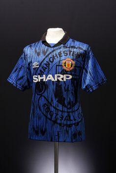 Manchester United Football jersey (away, Manchester United Legends, Manchester United Football, Football Kits, Football Jerseys, Soccer Shirts, Classic Football Shirts, Retro Football, Vintage Football, Football Memorabilia
