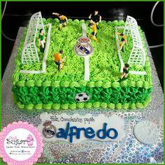 Torta cancha futbol pinksugar #pinksugar #cupcakes #homemade #casero #barranquilla #pasteleria #reposteriacreativa #tortas #fondant #reposteriabarranquilla #happybirthday #cake #baking #galletas #cookies #pinksugar #buttercream #vainilla #oreo #passionfruit #cupcakesbarranquilla #brownie #brownies #chocolate #realmadrid #futbol #cancha