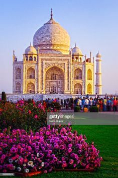 The Taj Mahal is an ivory-white marble mausoleum on the south bank of. Taj Mahal India, India India, Delhi India, Places To Travel, Places To Visit, Incredible India, Amazing, India Tour, Famous Landmarks