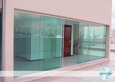 Portas de correr de Vidro / http://www.atlanticbox.com.br/site/portas-de-correr/