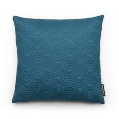 Kussen blauw passend in kleurtrend Denim Drift. Het kussen is van katoen. Merk Fest Amsterdam. 45 cm. Bestel bij ookinhetpaars.nl.