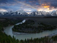 A beautiful shot of Snake River in Wyoming. I haven't seen the Grand Tetons but have heard from people who have gone there. They've all said it's a beautiful place and I believe them. I look forward to going someday.