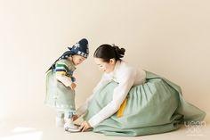 Korean Traditional Dress, Traditional Fashion, Traditional Dresses, Korean Dress, Korean Outfits, Japan Fashion, Kids Fashion, Culture Clothing, Korean Design