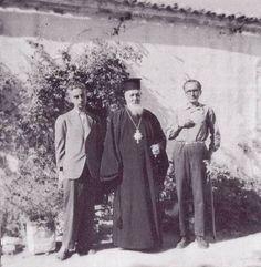 14. Ο Νίκος Καζαντζάκης και ο Γιάννης Κακριδής με τον Επίσκοπο Σελίνου και Κισσάμου στην Κρήτη. Ιούλιος 1945.