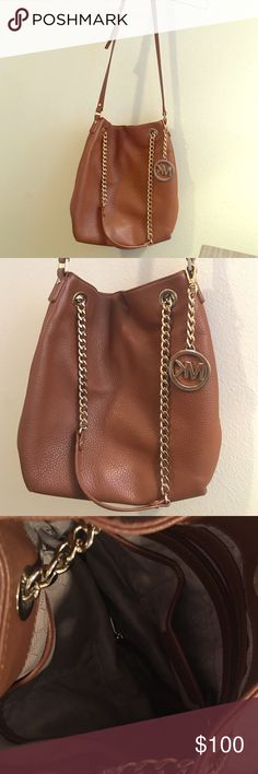 Authentic MK purse. Lightly used. Authentic MK shoulder purse. Lightly used. Good condition. No rips/ stains. Michael Kors Bags Shoulder Bags