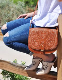 ripped jeans + clogs + saddle bag