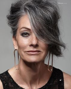 We start the Week with the Stunning Michele ✨ Photo by @nicolemccluskeyphotographer . . . #agencesilver #silveragency #inspiringwoman #silveristhenewblack #maturemodel #naturalbeauty #classicmodel #greyhair #grey #silverhair #goldenage #ageless #beautyinspiration #goodvibes #publicite #commercial #editorial #achatdart #castingdirector #smile #icon #iconic #lenouveauchic #glamour #muse #fashion#intemporel #beautyistimeless #lenouveauchic