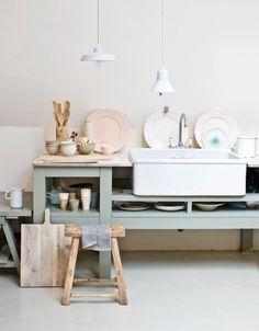 Powdery pastels Styling: Cleo Scheulderman   Fotografie: Jeroen van der Spek #pastels #kitchen #wood