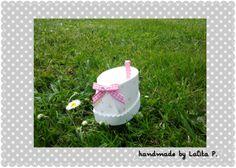 petit chausson en mousse (goma ev, foami...) pour contenir les dragées de bâptème, naissance, anniversaire, visible sur http://www.alittlemarket.com/boutique/lalita-39464.html