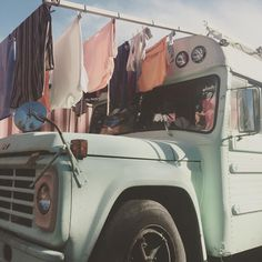 1 for a Dognose! the thought of living off grid is charming and romantic to many people. Off Grid, School Bus Tiny House, Bus Remodel, Bus Living, Tiny Living, Living Room, Kombi Motorhome, Converted School Bus, Kombi Home