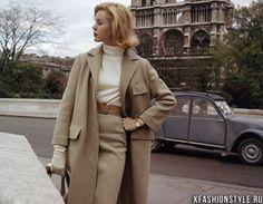 Как бы не изменялся мир моды, какие бы тренды не становились популярными, классический стиль одежды для женщин останется неизменным. Он всегда был, есть и будет актуальным, модным и востребованным
