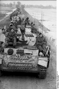 January 1944: column of Panzer IV Ausf. H from Pz.-Regt. 35 (4. Pz.-Div.) on Eastern front.                                                                                                                                                      More