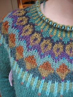 """Gemini"" Pullover < A Modification knit (SW: Steek as cardigan) / LK Knitting Terms, Fair Isle Knitting, Hand Knitting, Knitting Designs, Knitting Projects, Icelandic Sweaters, Fair Isle Pattern, Bunt, Knitting Patterns"