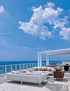 Real-estate magnate Jorge Pérez's oceanside terrace in Hollywood, Florida, is an example of breathtaking minimalism.