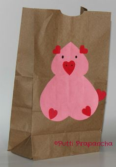 {Lunch Bags} This is supposed to be a cut animal design on your kids lunch bag for Valentine's Day. What I see is a pig with giant boobs and heart-shaped nipples. Pig Crafts, Animal Crafts, Preschool Crafts, Valentine Crafts For Kids, Valentines Day Party, Holiday Crafts, Creative Kids, Kids Cards, Baby Animals