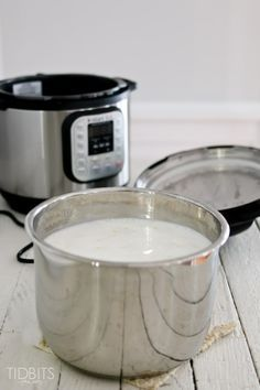 Use this method and an electric pressure cooker for the easiest and yummiest way to make homemade yogurt. Using A Pressure Cooker, Instant Pot Pressure Cooker, Power Pressure Cooker Yogurt Recipe, Healthy Yogurt, Siggis Yogurt, Yogurt Popsicles, Yogurt Smoothies, Yogurt Parfait, Vanilla Yogurt