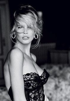 One of my fav pics of 90's supermodel Claudia Schiffer. And so nice to see it without Guess branding clouding the beauty of the shot!