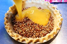 Pioneer Woman (Ree Drummond) Is my idol chef. Her recipes have always worked for me, so give them a try with this wonderful pecan pie! Pie Dessert, Eat Dessert First, Dessert Recipes, Dinner Recipes, Just Desserts, Delicious Desserts, Yummy Food, Ree Drummond, Pioneer Woman Pecan Pie