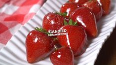 healthy snacks - These Candied strawberries are easy to make and a fun unique way to enjoy fresh strawberries A thin crisp candy shell over a sweet strawberry like a strawberry lollipop easyhealthyfood Fruit Recipes, Sweet Recipes, Dessert Recipes, Cooking Recipes, Hard Candy Recipes, Easy Recipes, Dinner Recipes, Delicious Desserts, Yummy Food
