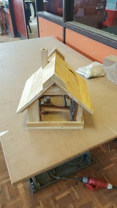 Fuglehus, fodderbræt, birdhouse, ByNielsen, wood, carpentry, bird