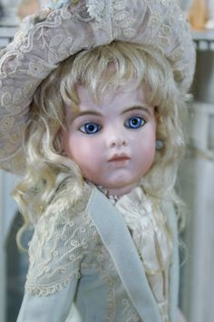 Captivating Bru Jeune 4 Bebe ~~ - Beautiful Bebes Antique Dolls #dollshopsunited