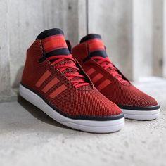 adidas Originals Veritas Mid: Red