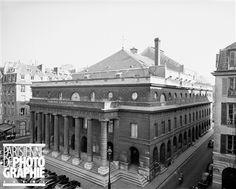 Théâtre de l'Odéon. La façade place de l'Odéon. Paris (VIème arr.), 1963. Photographie de René Giton dit René-Jacques (1908-2003). Bibliothèque historique de la Ville de Paris.